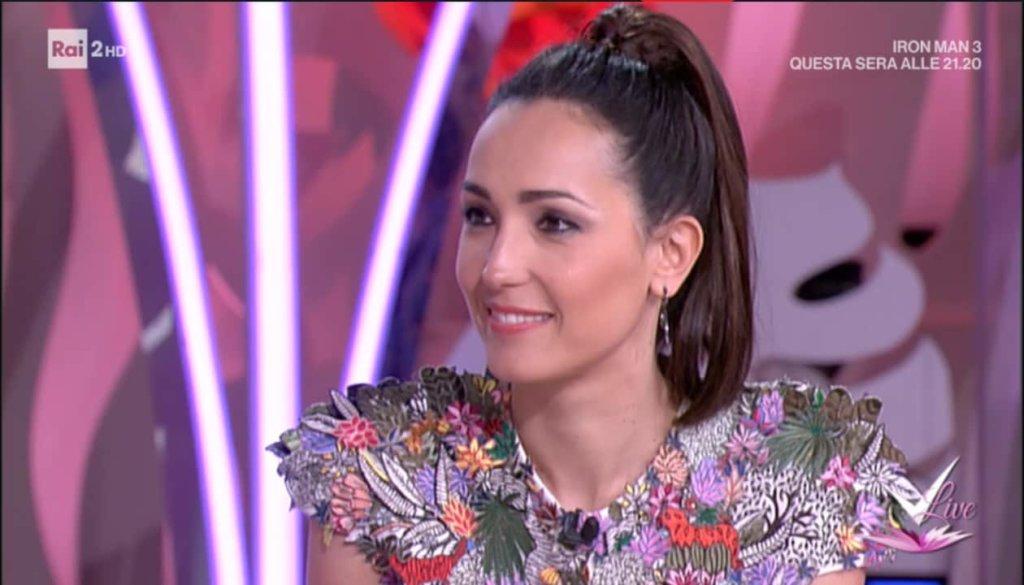 Detto Fatto, il look di Caterina Balivo ed i tutorial di oggi, 23 aprile 2018