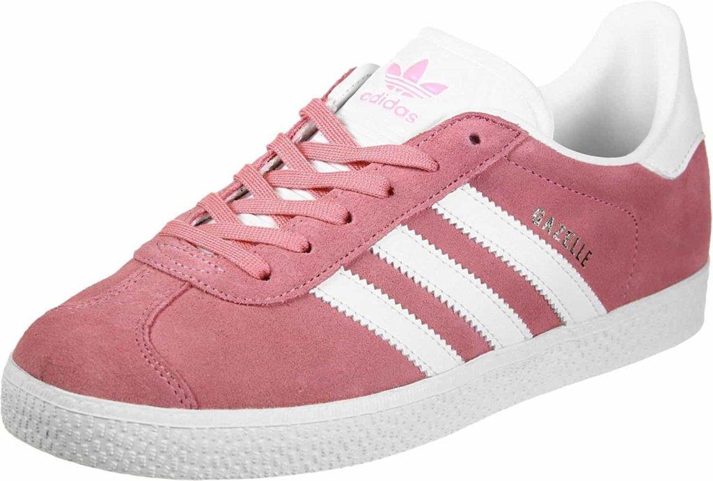 Saldi 2018: le sneaker regine dello streetstyle e delle passerelle scontate nei negozi online.