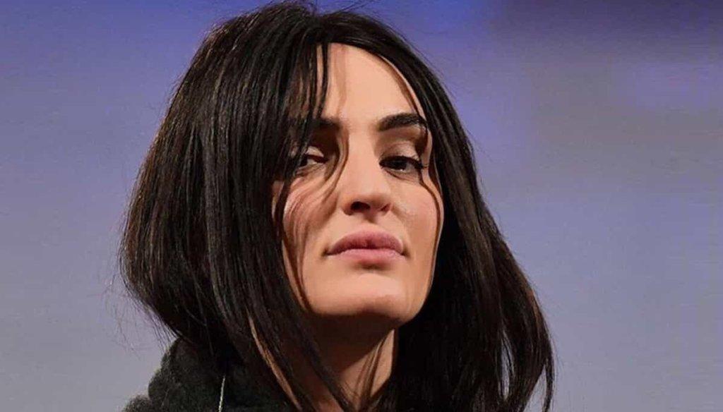 Il nuovo look di Arisa scatena le critiche dei fan: la cantante risponde loro su Instagram