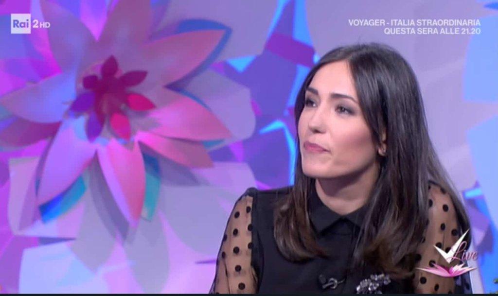 Detto Fatto, il look di Caterina Balivo ed i tutorial di oggi, 8 gennaio 2018