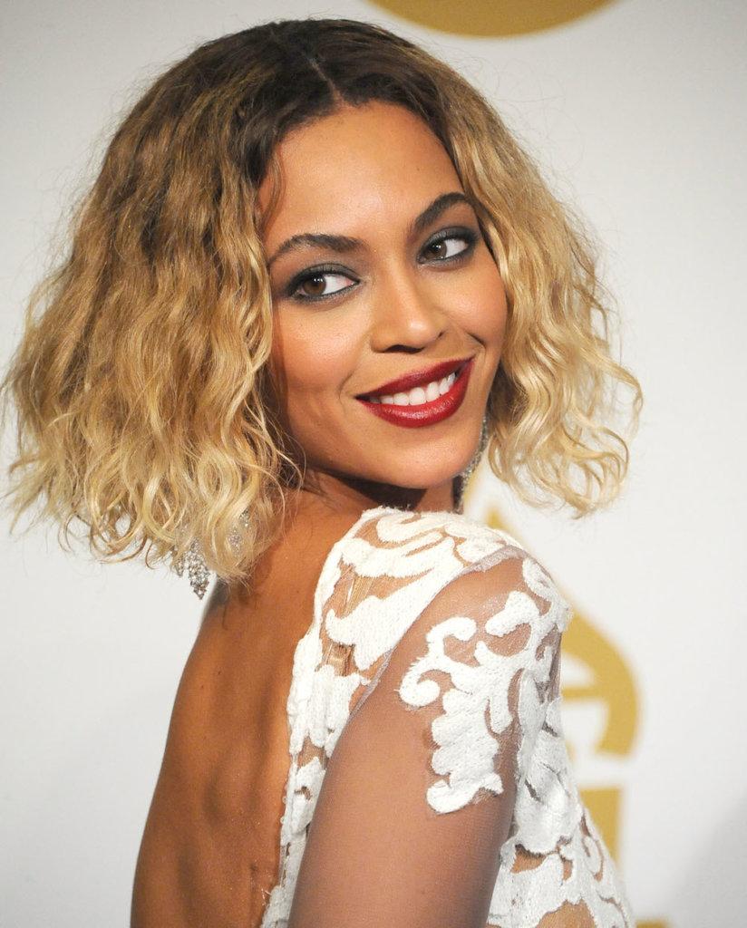 Il nuovo taglio e colore di Beyoncé: tra il lob, il bob, il fallayage, il ritorno a lavoro della popstar.