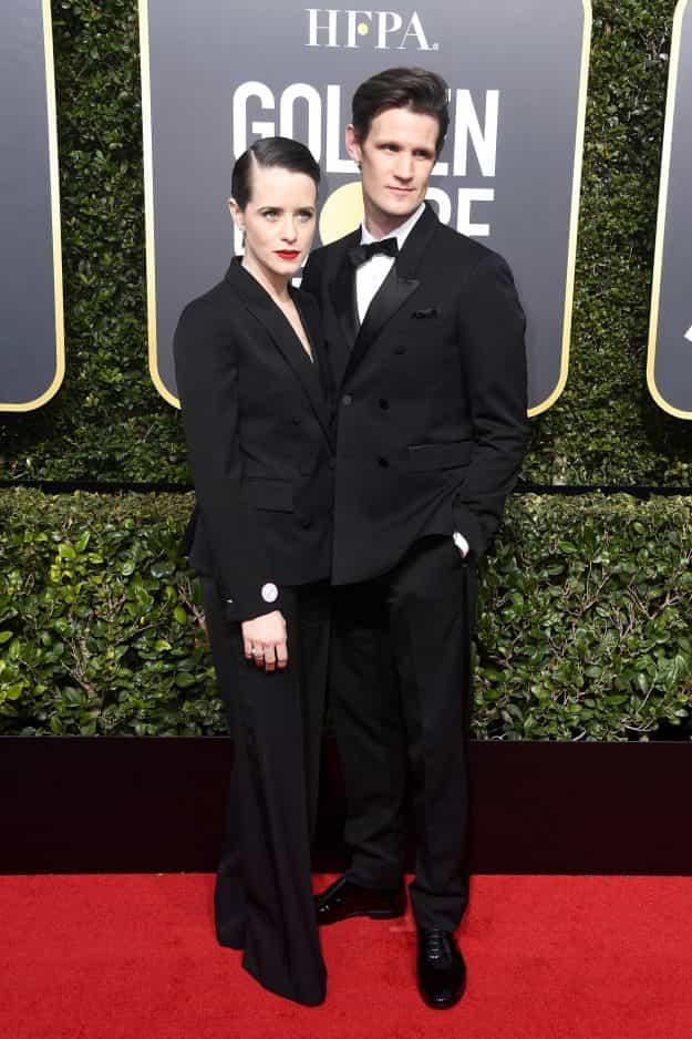 """Tendenze Moda: la """"Regina"""" Claire Foy in Stella McCartney ai Golden Globes detta legge con i pantaloni taillerur!"""