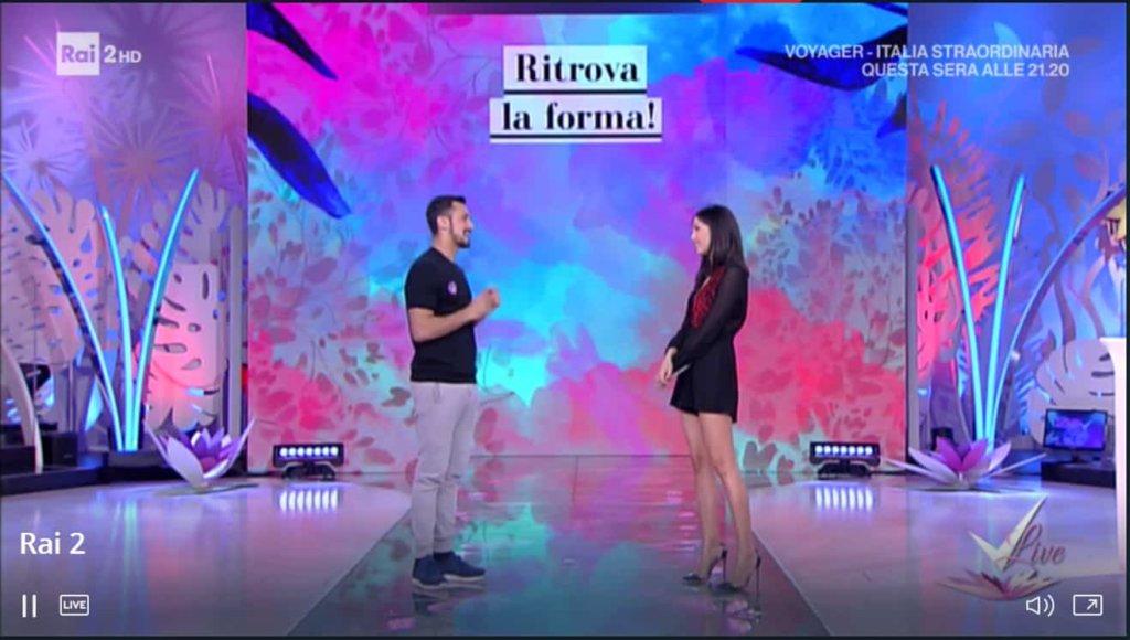 Detto Fatto, il look di Caterina Balivo ed i tutorial di oggi, 22 gennaio 2018. Detto Fatto festeggia 900 puntate
