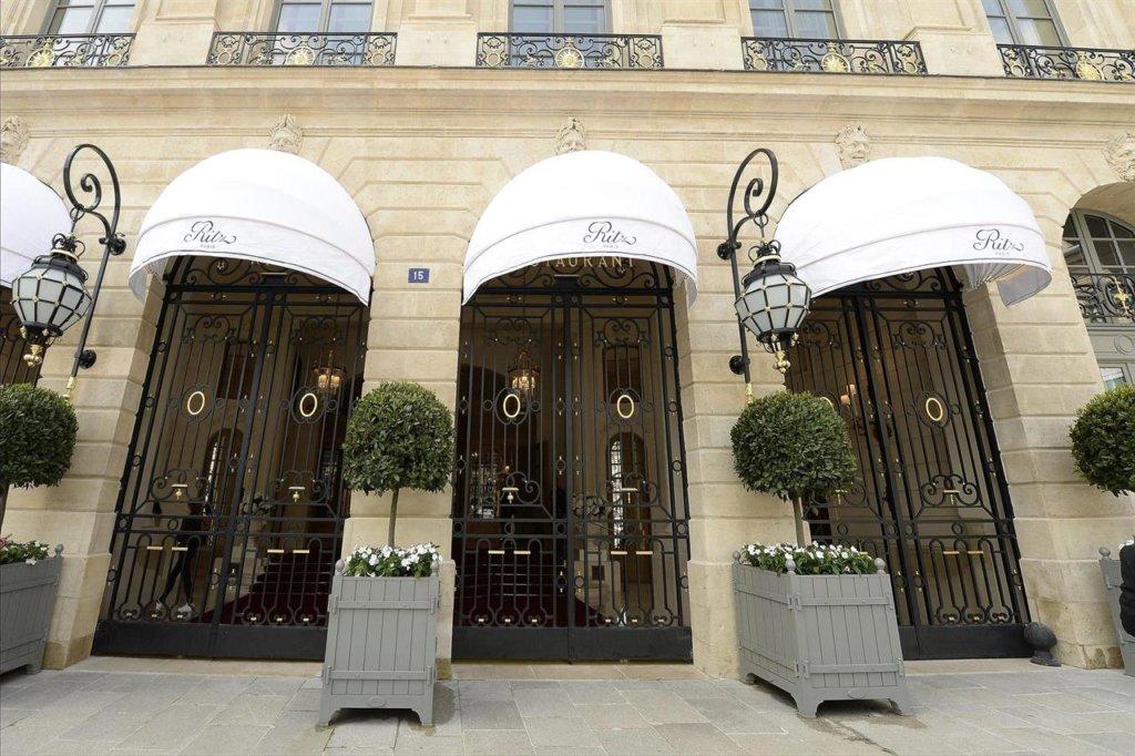 Parigi, rapina a mano armata al superlussuoso Hotel Ritz: il valore del bottino è di 4,7 milioni!