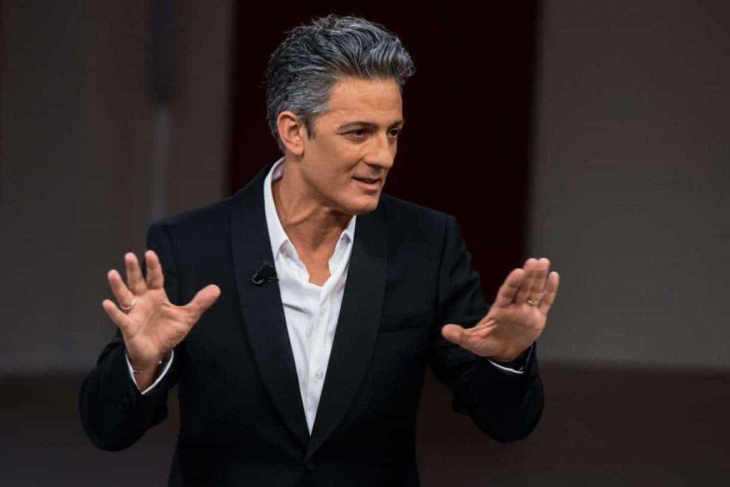 Festival di Sanremo 2018: Fiorello ospite ruba la scena, performance lunga ed irresistibile!