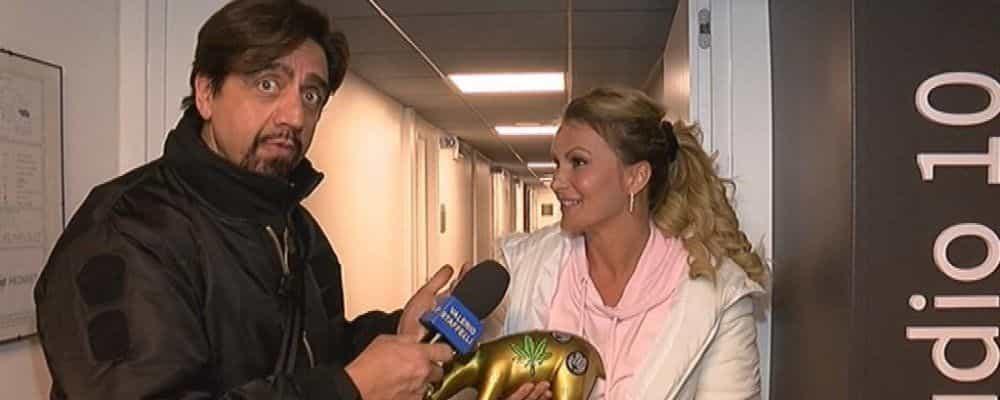 """Eva Henger ha ricevuto il tapiro d'oro di Striscia la notizia. Nuove dichiarazioni sul caso """"droga"""""""