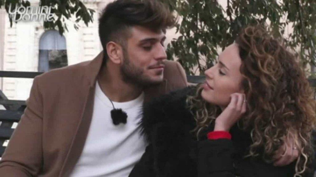 Uomini e Donne, le anticipazioni e news: il bacio tra Sara e Lugi Mastroianni