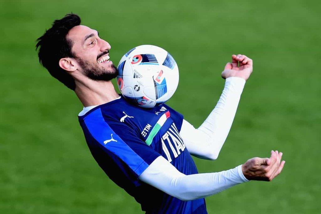 Davide Astori: la sua maglia numero 13 ritirata da Cagliari e Fiorentina. L'autopsia: morto per bradiaritmia