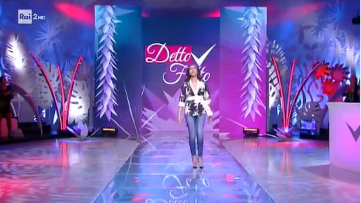 Detto Fatto torna oggi, giovedì 22 marzo 2018, con il secondo appuntamento in diretta per questa settimana. Caterina Balivo intrattiene il suo pubblico con un tutorial sul giardinaggio, con il Top Curvy Model e con i commenti di Giovanni Ciacci.