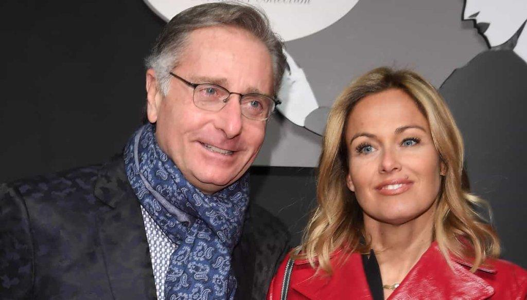Sonia Bruganelli moglie di Bonolis bacia un altro uomo a cena, ma allo stesso tavolo c'è Paolo!