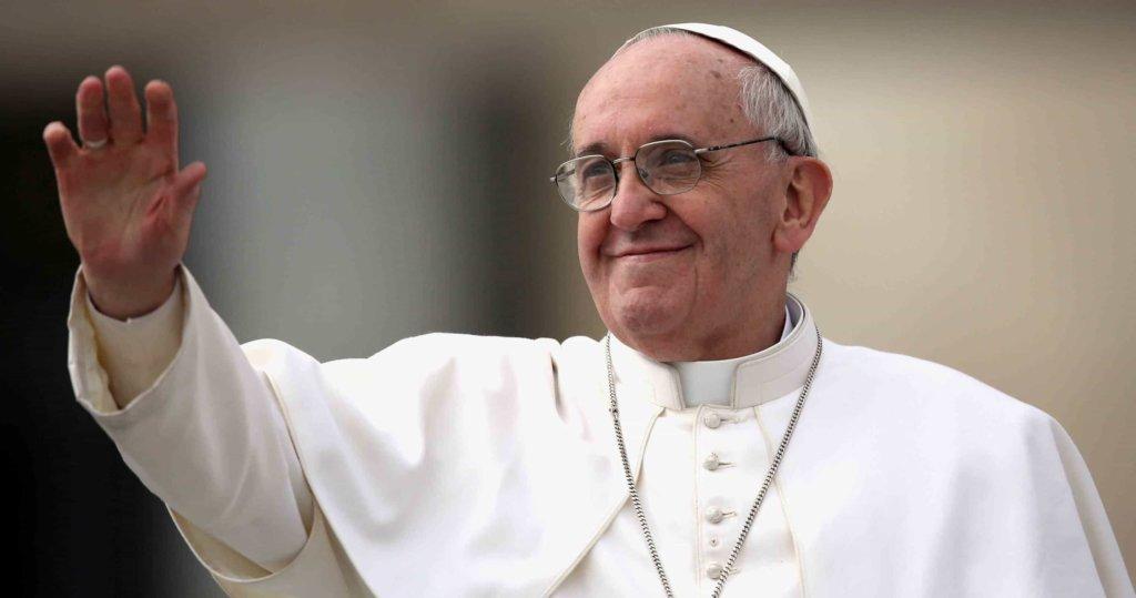 """Papa Francesco, l'Angelus di oggi: """"le ricchezze possono incatenare il cuore e distoglierlo dal vero tesoro che è nei cieli"""""""