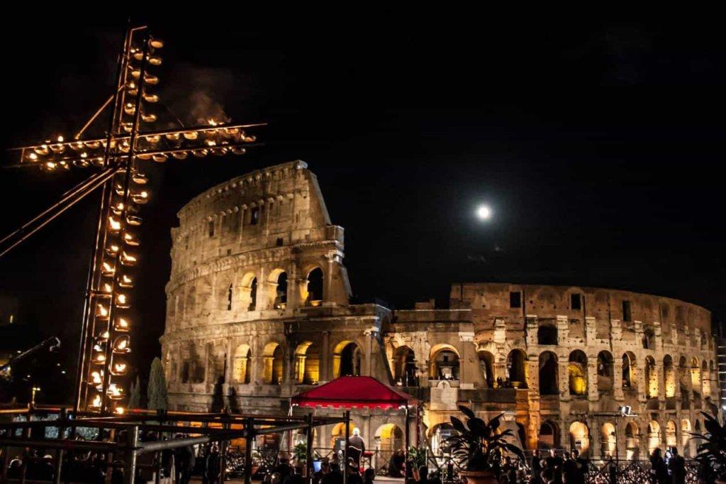 Via Crucis 2018 a Roma con Papa Francesco: i testi delle meditazioni scritti da quindici ragazzi
