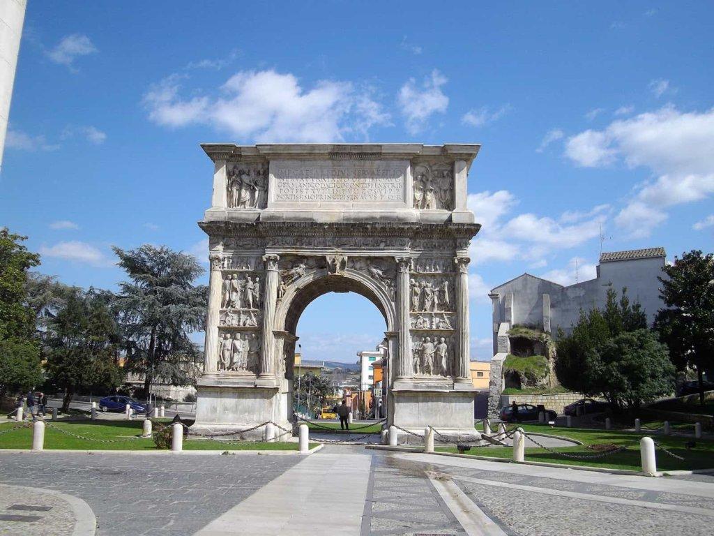 Sereno Variabile, le anticipazioni di oggi sabato 7 aprile 2018: la tappa in Campania
