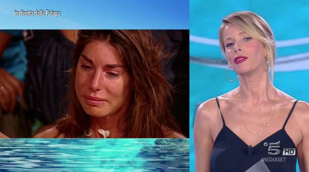 Isola dei Famosi 2018: le lacrime di Bianca Atzei nella puntata di ieri lunedi 9 aprile 2018