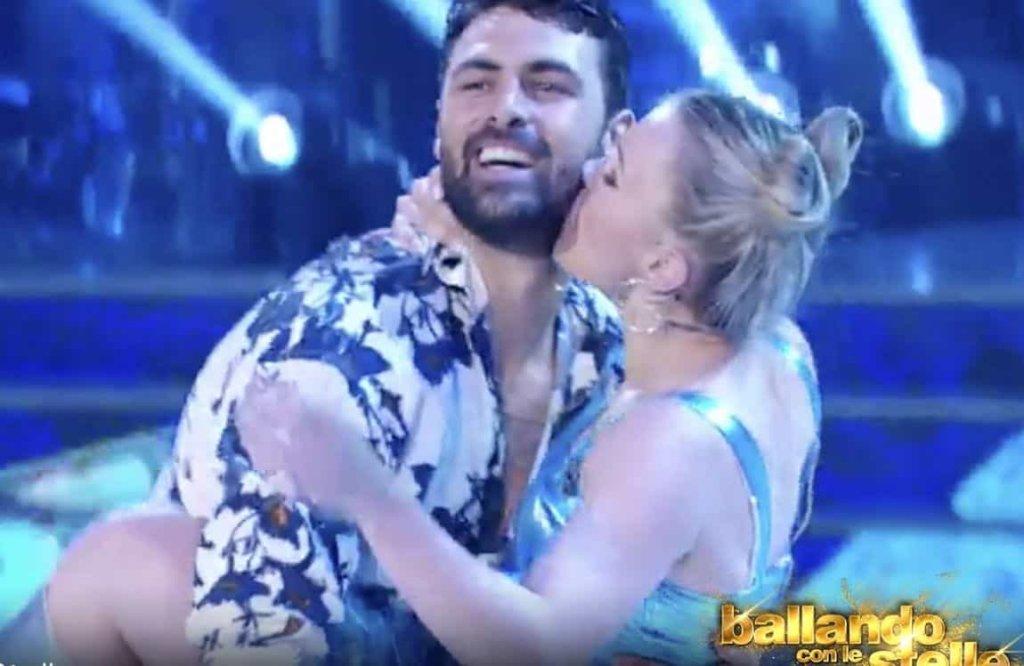 Ballando con le stelle 2018 Ed. 13: è amore tra Francisco Porcella e Anastasia Kuzmina