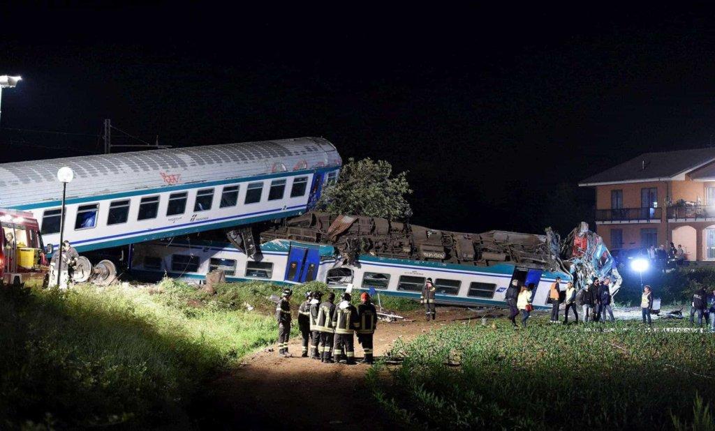 Scontro tra treno e Tir sulla linea Torino-Ivrea, due morti e 20 feriti