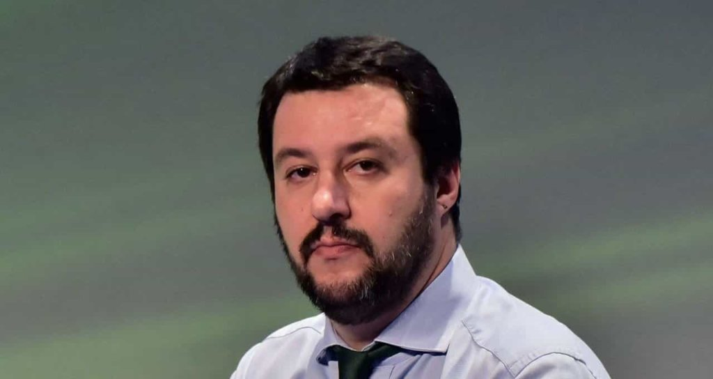 Migranti, il ministro dell'Interno Salvini: promette rimpatri per i clandestini!
