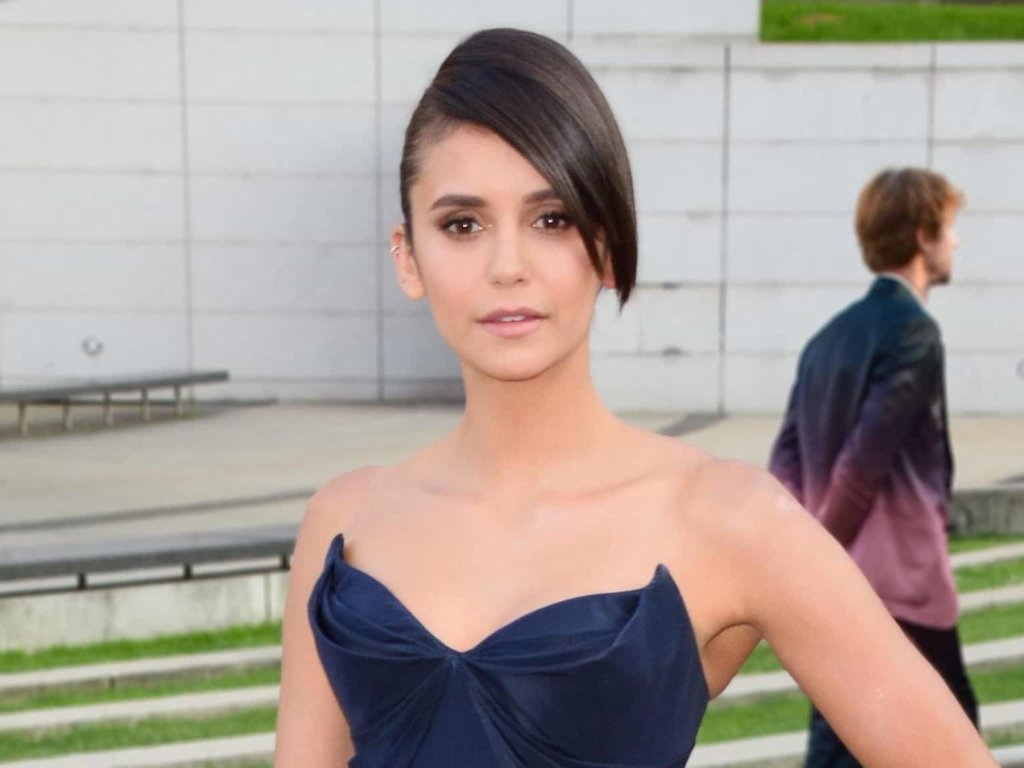 Tagli capelli 2018: il corto asimmetrico di Nina Dobrev è vero o finto?