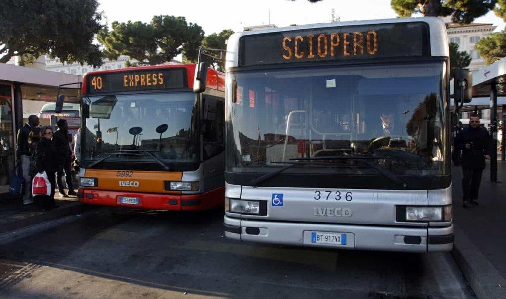 Sciopero, oggi venerdì 8 giugno: trasporti a rischio per lo stop di aerei, bus, metro e treni!