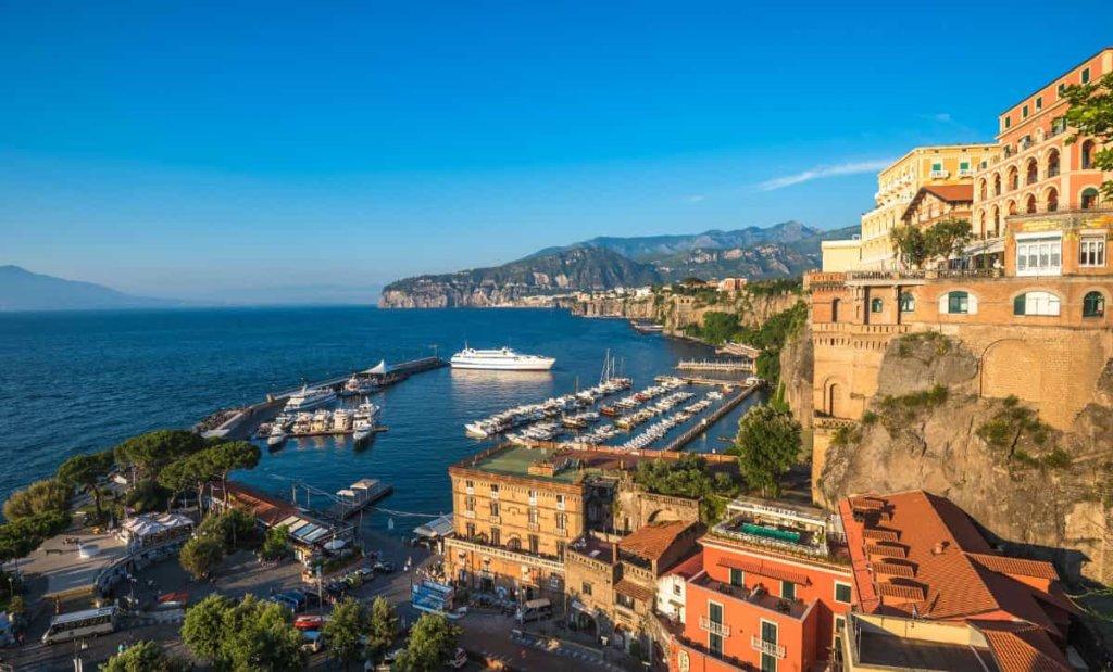 Sereno Variabile Estate: le anticipazioni di oggi domenica 10 giugno 2018. Tappa in Campania!