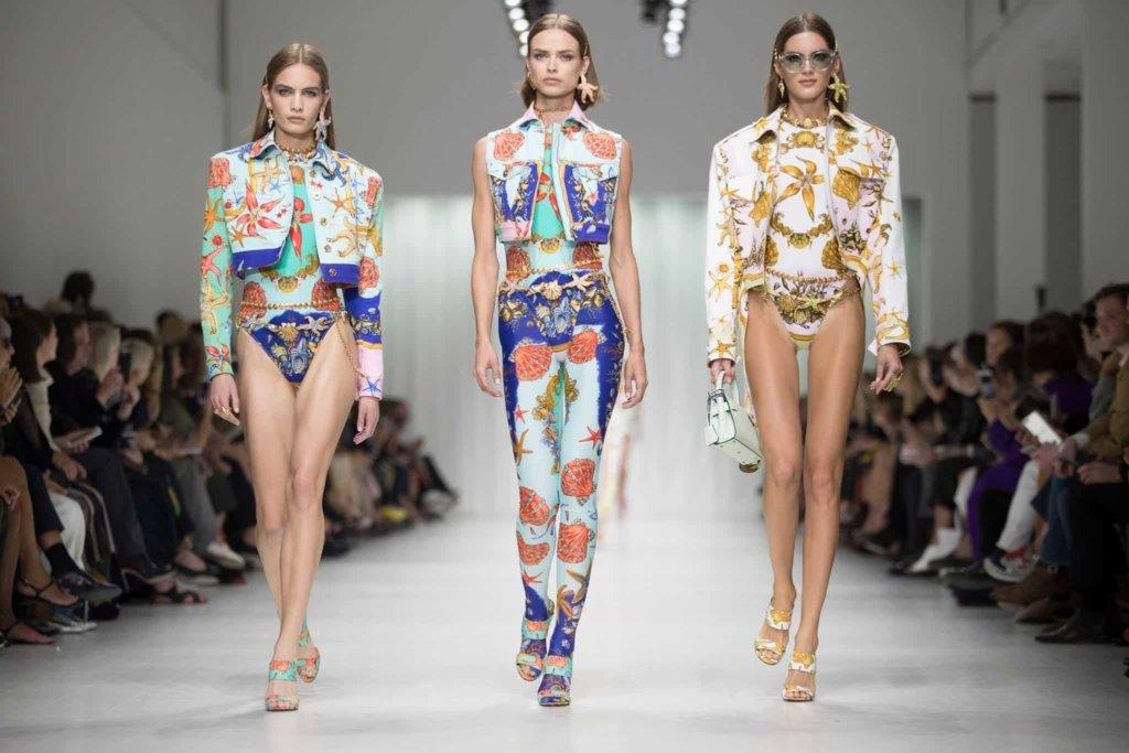 Tendenze Moda Estate 2018: dalle passerelle al mare è tempo di abiti e stampe foulard!