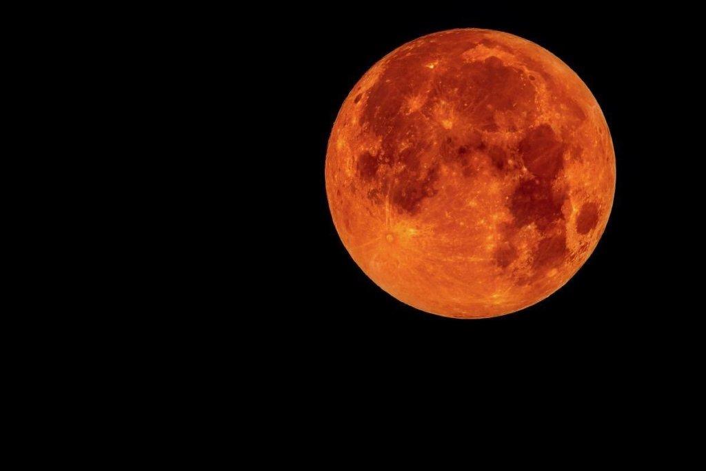 Eclissi di Luna, di oggi, 27 luglio 2018: ecco come godersi lo spettacolo