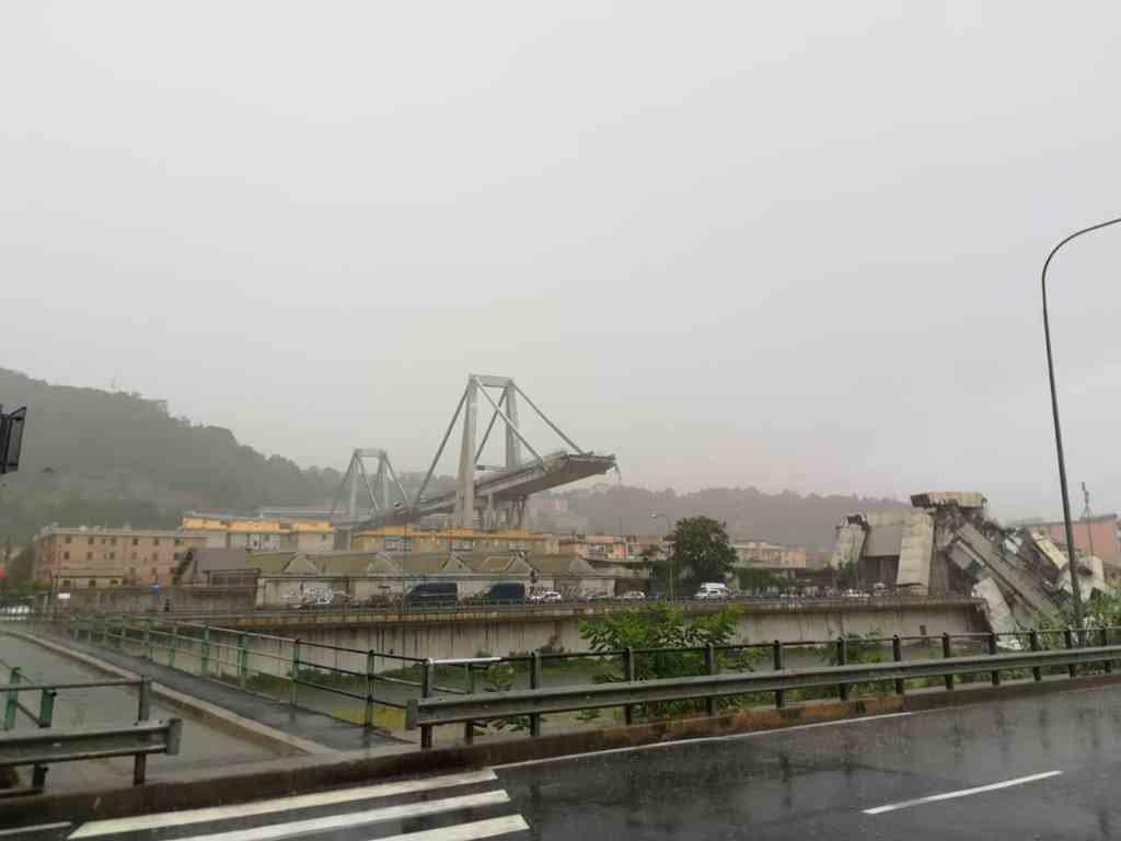 Genova, crolla ponte Morandi sulla A10, 35 morti
