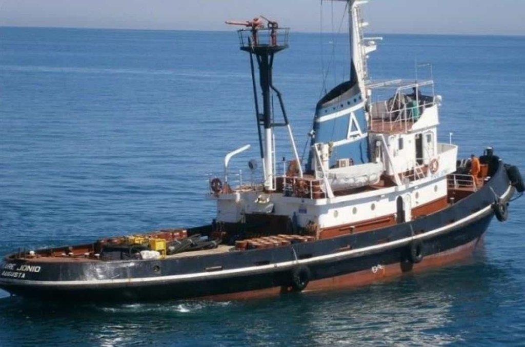 Migranti, vietato lo sbarco a Lampedusa alla nave Jonio con 49 persone a bordo