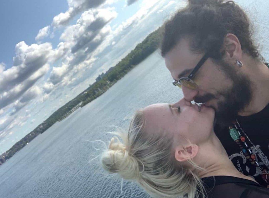 Veera Kinnunen e Dani Osvaldo ufficializzano la loro relazione. La reazione di Oradei che sorprende!